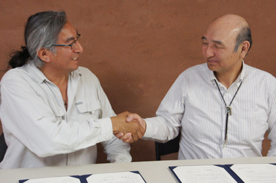 Director Jim ENOTE and Director-General SUDO (right), signing the agreement