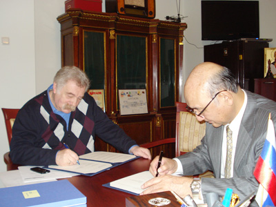 Director-General SUDO (right) and Director GRUSMAN, signing the agreement.