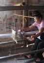 ベトナム、黒タイの機織り文化